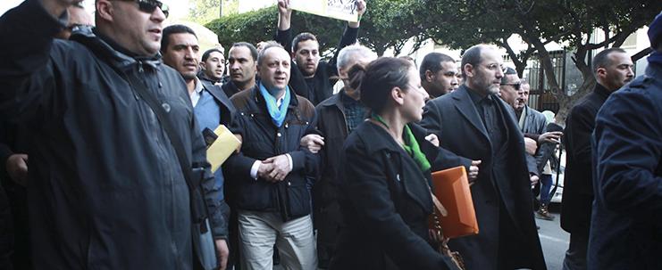 قوات الأمن تمنع وقفة المعارضة وتعتدي على المتظاهرين